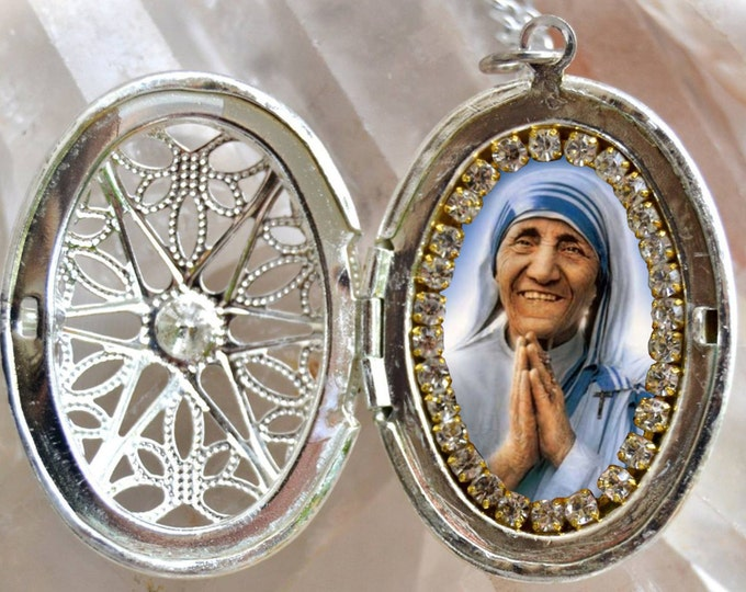 Saint Mother Teresa of Calcutta Handmade Locket  Necklace Catholic Christian Religious Jewelry Medal Pendant Madre Teresa of Calcutta