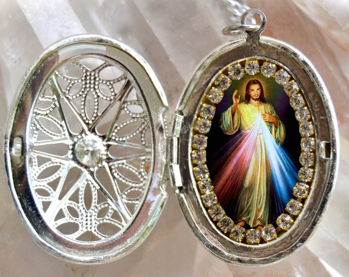 Jesus Christ Handmade Locket Necklace Catholic Christian Religious Jewelry Medal Pendant Yeshua