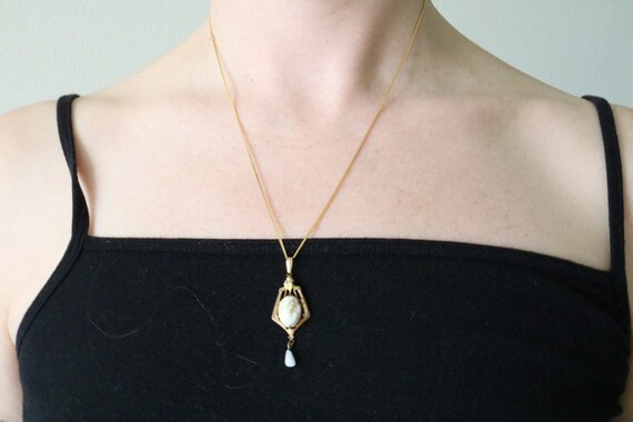 ALLCO adjustable cameo necklace on gold tone chain