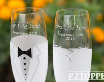 Bride and Groom Champagne Glasses, Wedding Glasses, Wedding Champagne flutes, Wedding Champagne Glasses, wedding flutes, toasting glasses