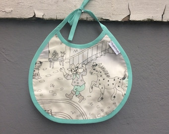 """Nostalgic """"Kardemomme By"""" motif bib, with water repellent inside."""