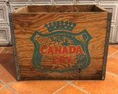 Authentic Vintage 1950 39 s -1960 39 s World Famous Canada Dry Beverages Green White Logo Wood Bottle Soda Crate Box