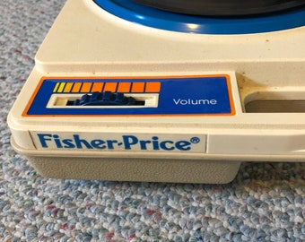 fisher price 1978 working record player. model #825 with one record.