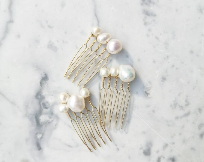 Featured listing image: Fresh water pearl mini hair pin