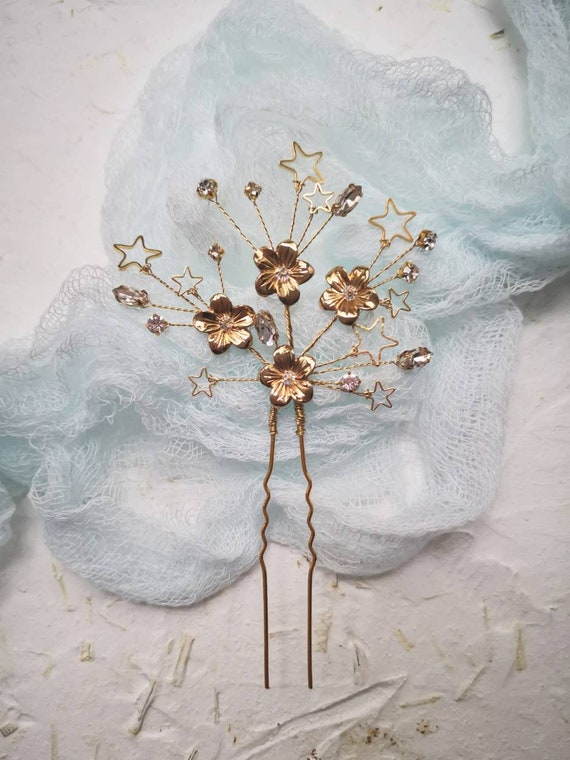 Gold tone floral and star bridal hair pin