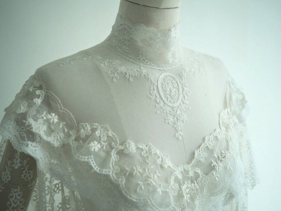 Vintage cap sleeves lace wedding dress with chapel train