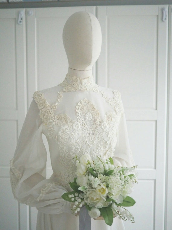 1970s vintage lace long sleeves wedding dress