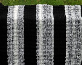 Black and white blanket. Garment 409