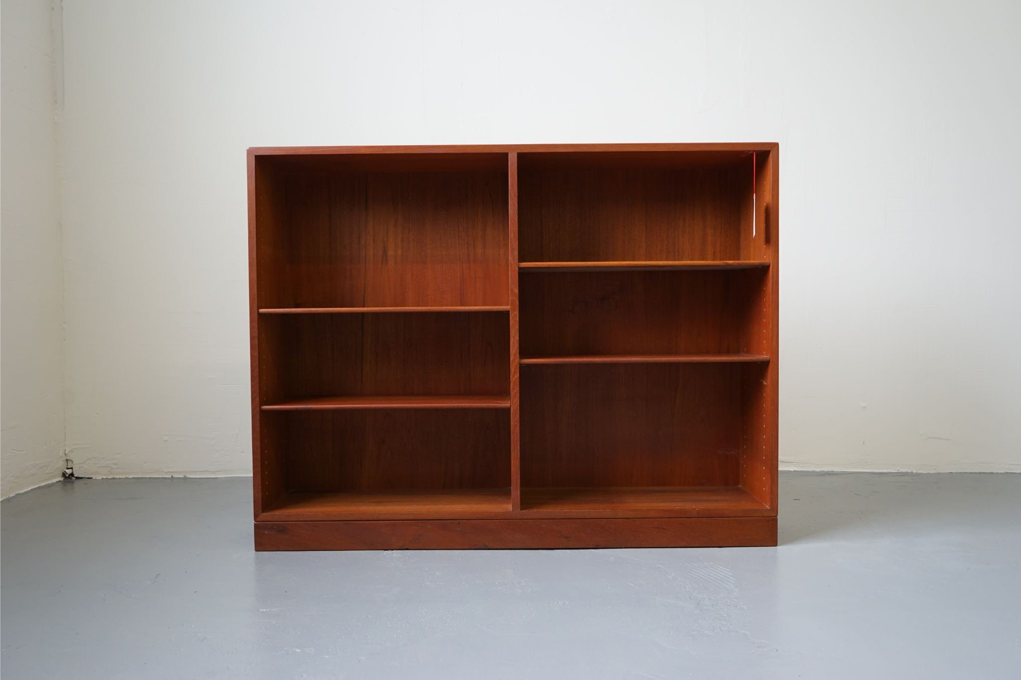 A Danish Mid Century Bookcase Made With Teak 313 052