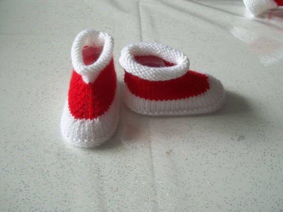 085470d37860f CHAUSSONS BEBE   rouge et blanc 0 3 mois tricot fait