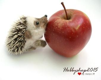 Needle felted hedgehog Miniature soft sculpture Hedgehog toys felted animal OOAK miniature