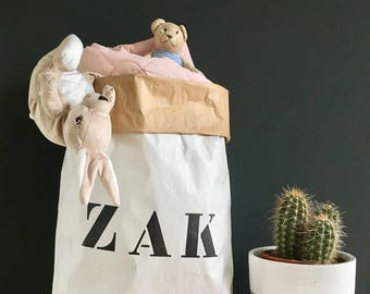 Bag. Kraft paper Storage bags, in white and brown. Brown and white paper bags. From XS to XXL.