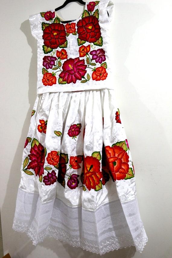 Colorful wedding dress, Frida style: Mexican weddi