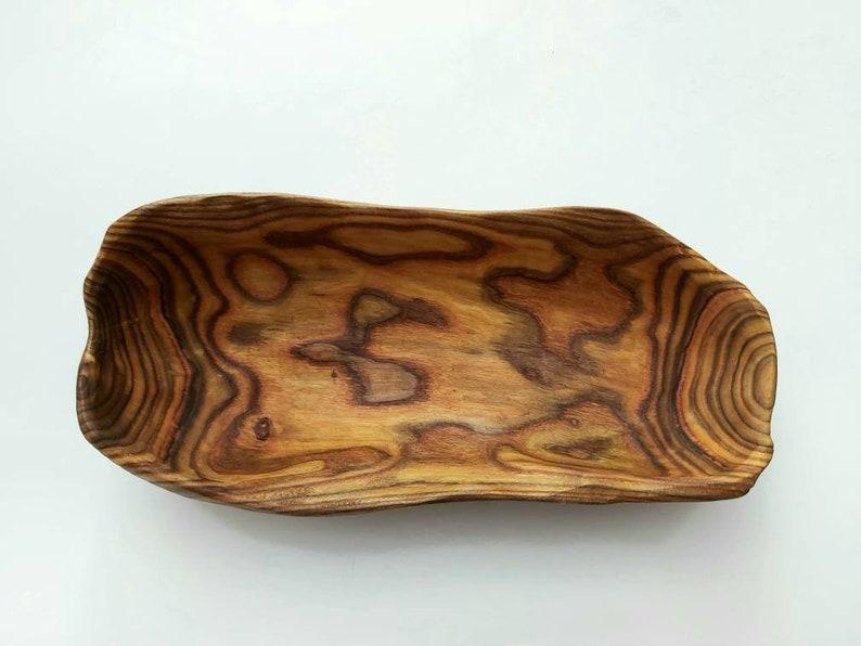 Bol à la main sculpté dans du bois de sumac, bol fait à la main, bol de forme unique.