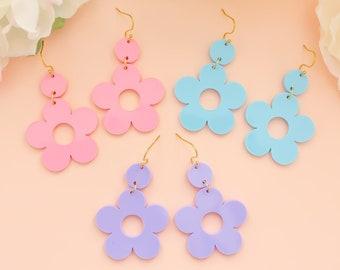 Flower Daisy Earrings, Retro Earrings, Flower Dangles, Gift For Friend, Bold Earrings, Fun Jewelry, Gifts For Her, Self Gift Jewelry
