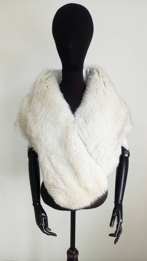 white fur stole paired - 570×1012