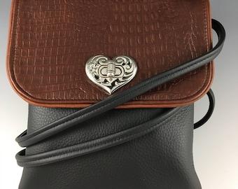 Leather vertical cross-body multipocket purse, medium