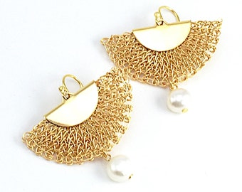finger knitted gold colored earrings with fresh water pearls