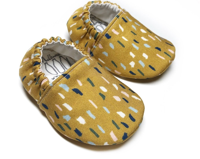Sprinkle baby shoes for boys & girls, rainbow sprinkles, Unisex Sprinkle Baby Shoes, crib booties, baby shower gift, baby sprinkle gift