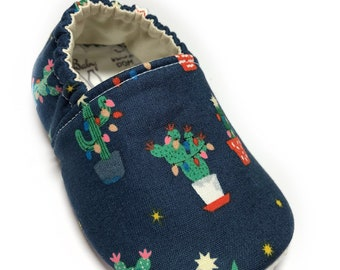 12-18mo RTS Christmas Cactus Baby Shoes, Soft Sole Shoes for Babies, No Slip, Washable, Christmas Lights, Vegan Moccasins, Holiday Outfit