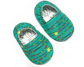 6-9mo RTS Christmas Lights Baby Shoes, Holiday Baby Slipper, Soft Sole Baby Shoes, Neutral Baby Shoe, Baby Moccs, Baby Moccasins, Vegan Shoe
