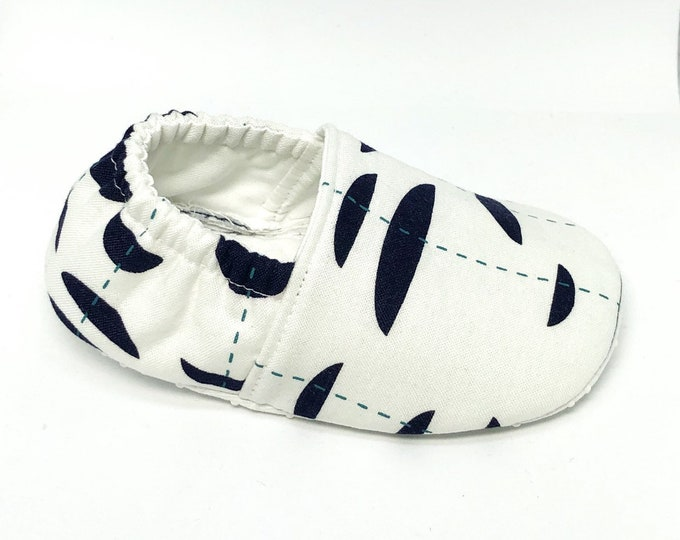 Baby shoes, blue and white baby shoes, abstract baby shoes, washable baby shoes, unisex moccasins