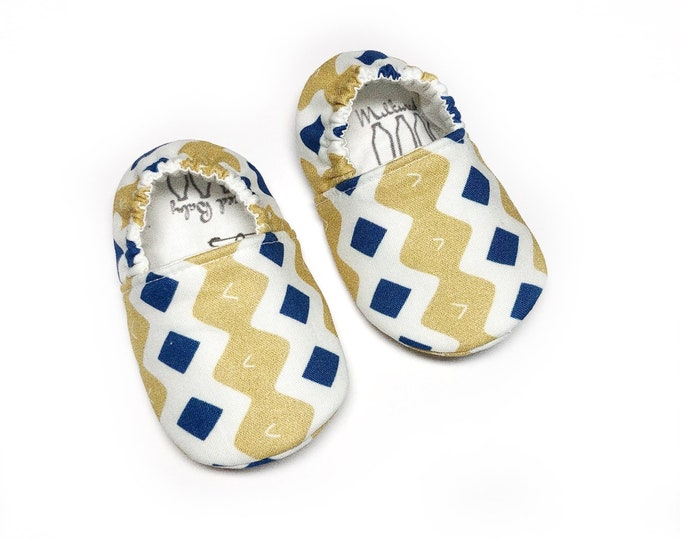 Holiday moccasins, Christmas baby shoes, holiday soft sole shoes for newborn, infant, baby & toddler