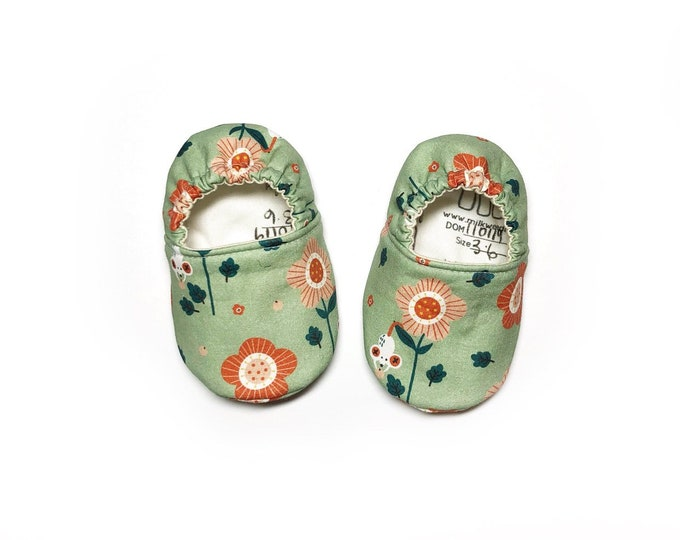 mouse and flowers baby moccasins newborn moccasins floral baby booties for girl baby shoes baby shower gift for girl
