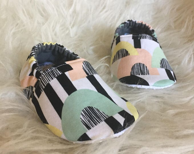 Baby Moccs: Pastel Caves / Baby Shoes / Baby Moccasins / Childrens Indoor Shoes / Vegan Moccs / Soft Soled Shoes / Montessori Shoes