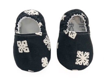 0-3mo Ready To Ship Snowflake Moccasins