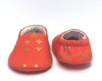 3-6mo RTS Baby Moccs: Wonderland Cards Red / Crib Shoes / Baby Shoes / Baby Moccasins / Vegan Moccs / Soft Soled Shoes / Montessori Shoes