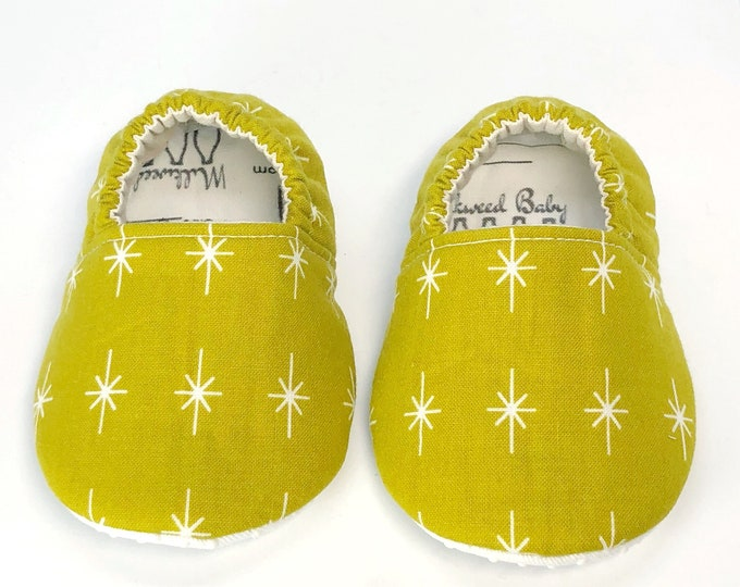 6-9mo RTS Starburst baby moccs, baby shoes, vegan moccs, crib shoes, baby booties, baby style, babies, baby girl or boy, soft soled shoes