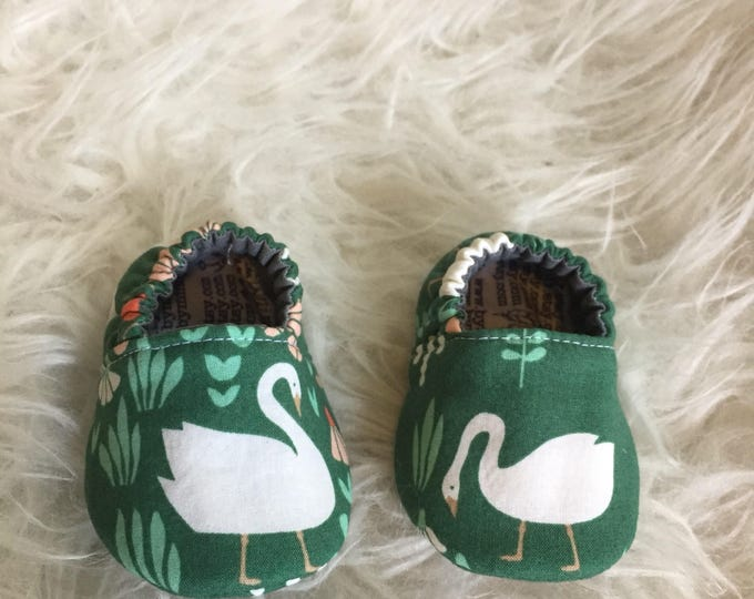 Baby Moccs: Swans Geese / Baby Shoes / Baby Moccasins / Childrens Indoor Shoes / Vegan Moccs / Soft Soled Shoes / Montessori Shoes