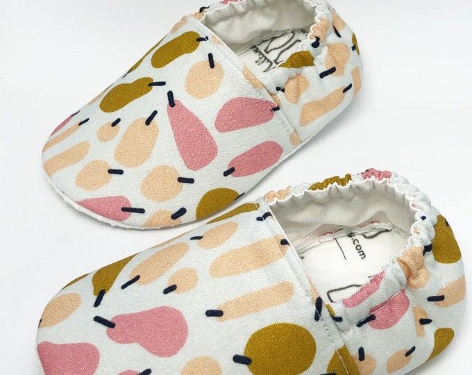 Pear Baby Gift, Fruit Moccasins, Vegan Moccasins, Soft Sole Shoes, Newborn Shoes, Baby Shoes, Toddler Shoes, Moccs