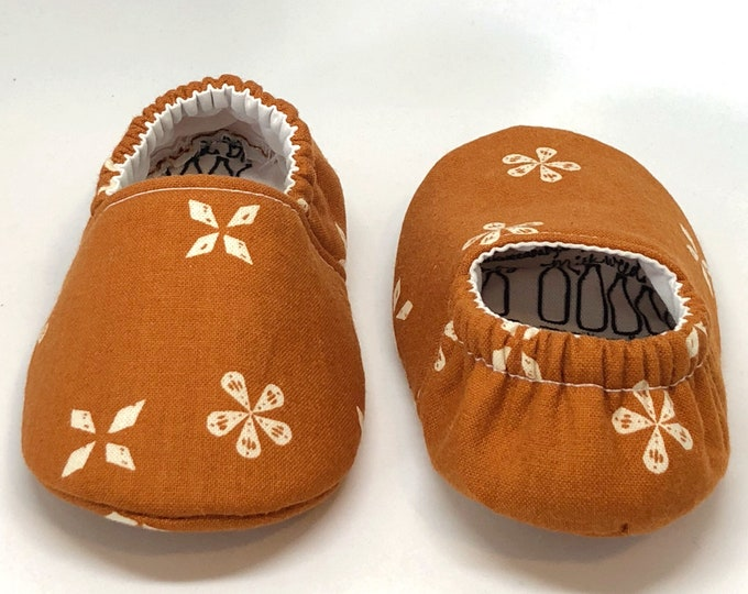 autumn zen baby shoes, orange, white, Thanksgiving, baby moccs, moccasins, baby booties, crib shoes, fall baby, baby gift, baby shower gift