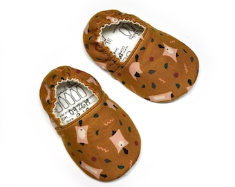 Flying Squirrel baby slippers, Fall Baby Shoes, Baby slippers, baby shoes, baby slippers, unisex shoes, crib shoes, soft sole baby shoes