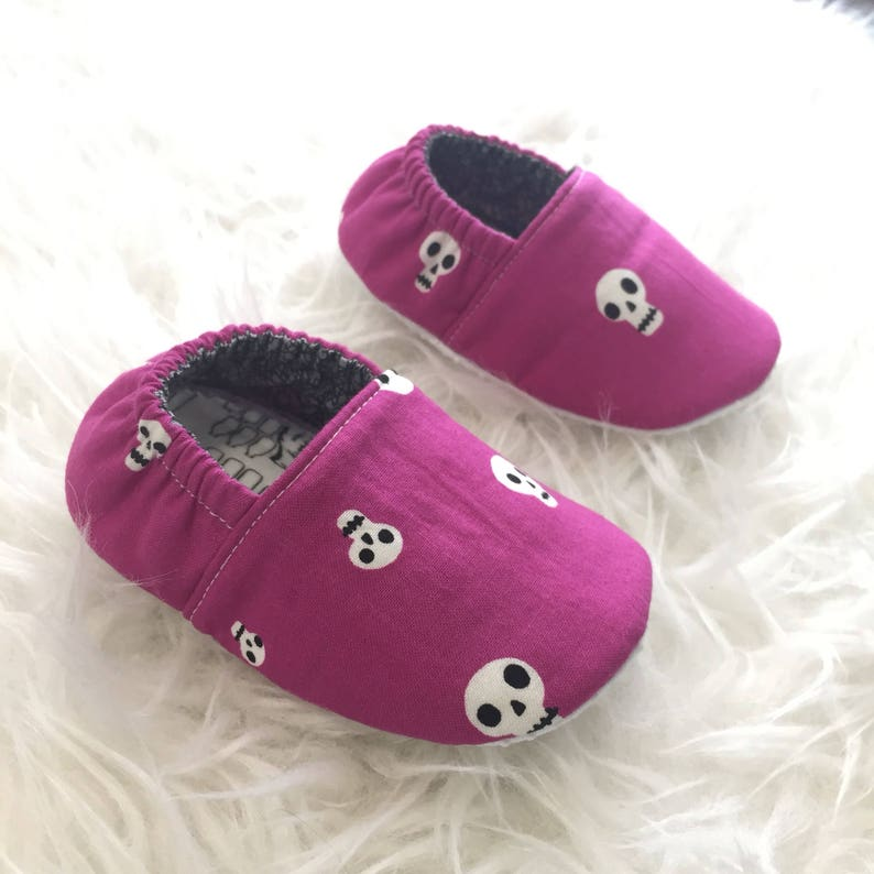 46075046deff9 12-18mo RTS Baby Moccs: Skulls Magenta / Baby Shoes / Baby Moccasins /  Children Indoor Shoe / Vegan Mocc / Soft Soled Shoe / Montessori Shoe