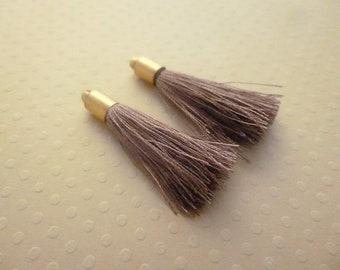 Pompons soie marrons,  pompon de soie, attache dorée, boho style, marron, lot de 2, longueur 37mm
