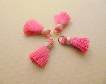 Pompons soie rose, pompon de soie, attache dorée, mode bijou, rose, beige, lot de 4, longueur 20mm