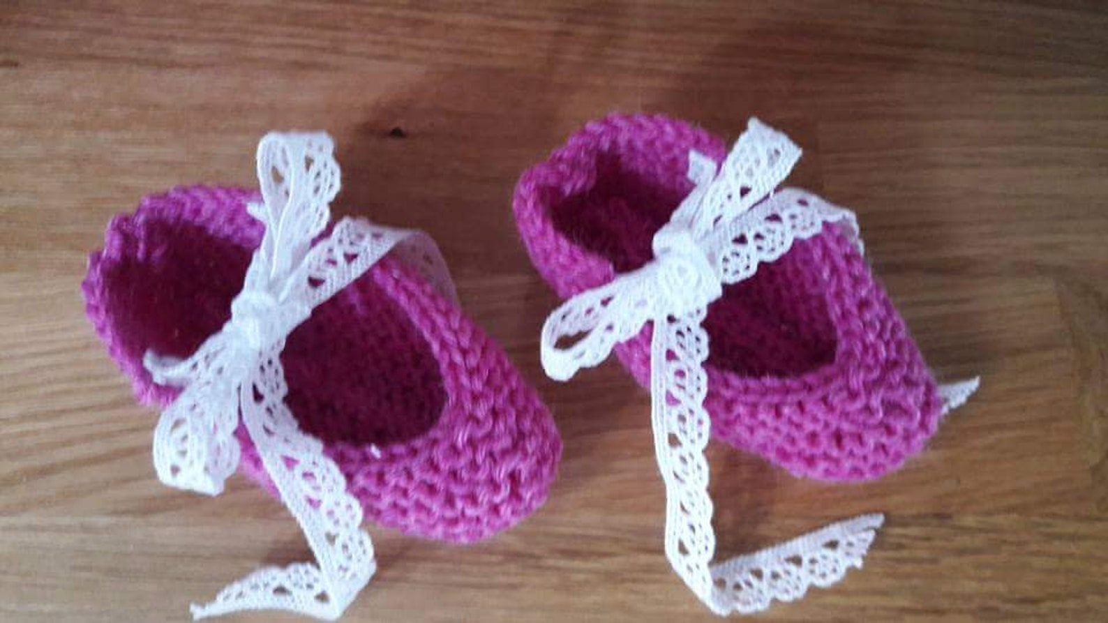 knitted ballet baby booties for baby girls, handmade ballet slippers for 0-6 month old, with white cotton lace, ready to ship