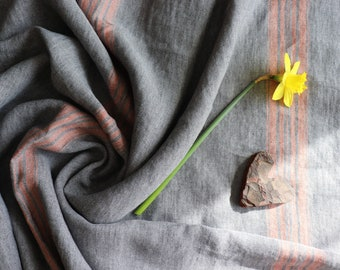 Soft thick linen blanket in a grain sack pattern, Dark grey linen blanket,Thick linen throw in charcoal colour, Linen bed cover with fringes
