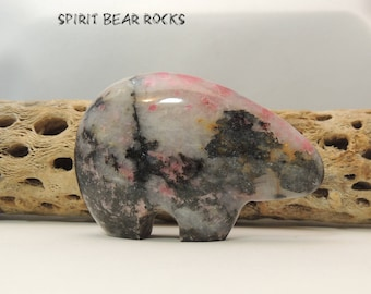 Zuni Bear fetish, Rhodonite, 80 mm Bear Figurine, display, collectible RHO6XL Spirit Bear Rocks