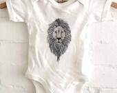 Baby bodysuit lion / Romper met illustratie van een leeuw