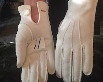 Vintage Gloves  1940-60's Cream ~  Off White Formal Wrist Gloves