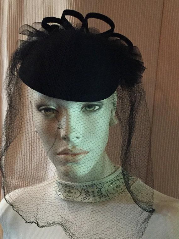 Black Wool Velour Fascinator Hat- 1940's vintage o