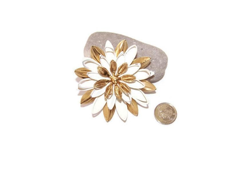 6e0f5df39 Vintage Sarah Coventry Water Lily Goldtone White Enamel Flower | Etsy