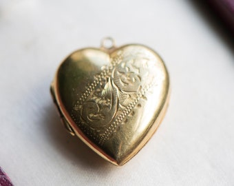 Vintage gold locket pendant, back & front 9 carat gold, antique jewellery necklace, floral ornament jewelry, gift wife girlfriend daughter