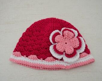 4cd06dc05562 Bonnet pour bébé fille 12 mois rose et blanc avec sa fleur ravissante