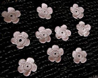 Set of 5 crocheted pale pink flowers cotton