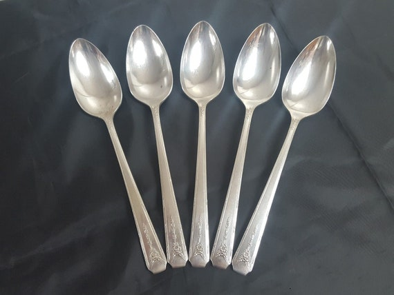 MILADY 1940 OVAL SOUP or DESSERT SPOON  BY COMMUNITY
